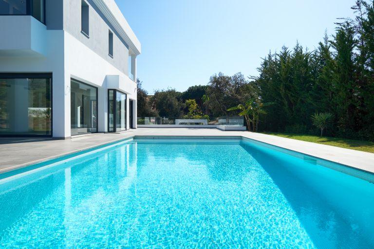 Villa for sale in Hacienda las Chapas, Marbella