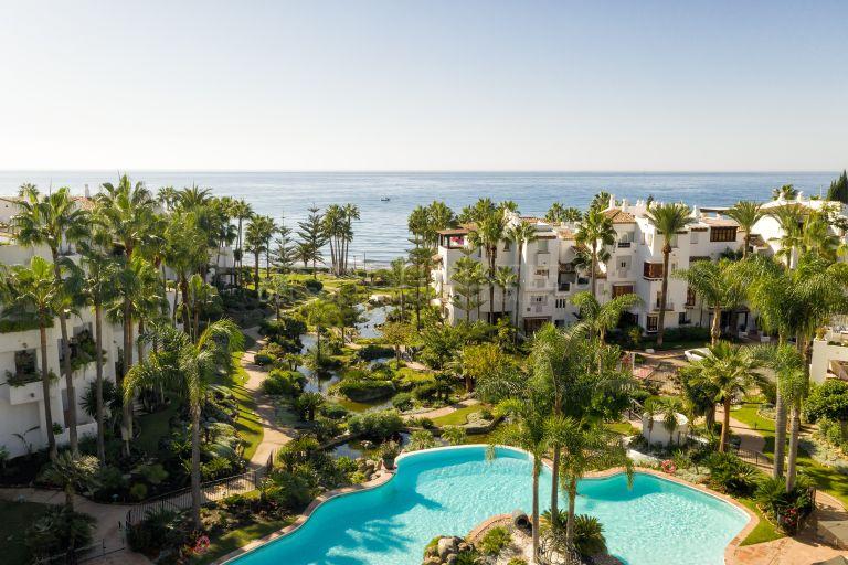 Fantastic Duplex Penthouse in Marina de Puente Romano, Marbella