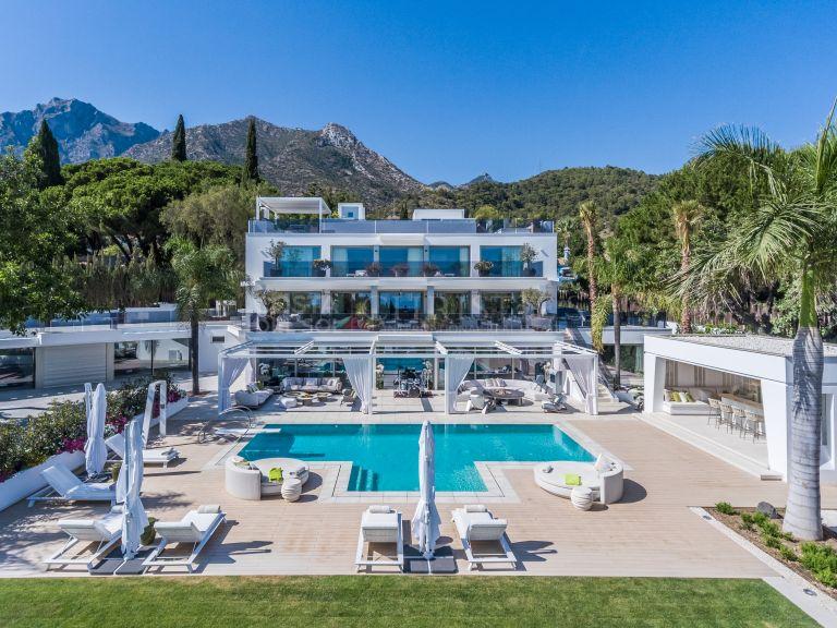 Luxury modern villa in Cascada de Camojan, Marbella