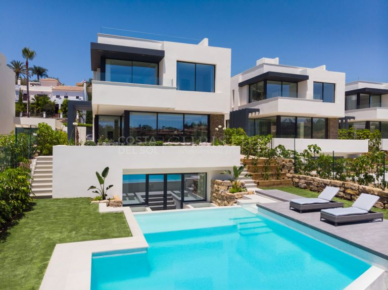 Villa at golf frontline in Estepona