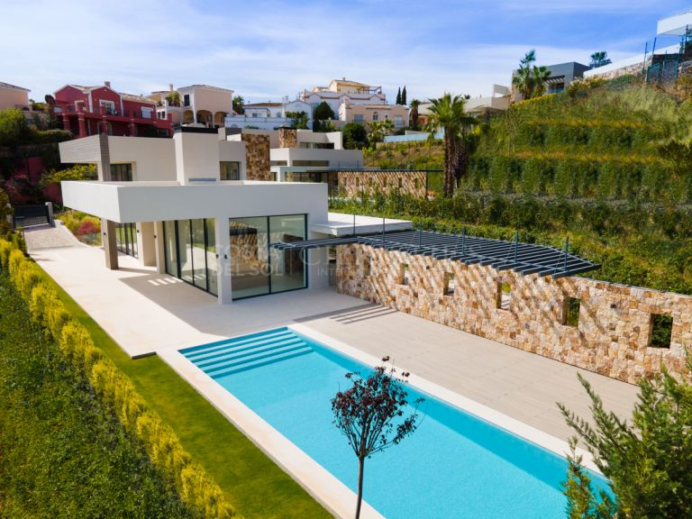 Brand new villa in Golf Valley