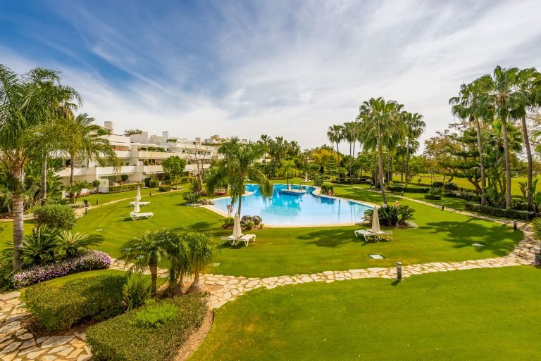 Elegant apartment in Los Granados Golf, Marbella