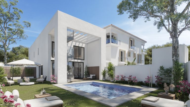 Singular apartment with private garden and pool in the most exclusive area of East Malaga