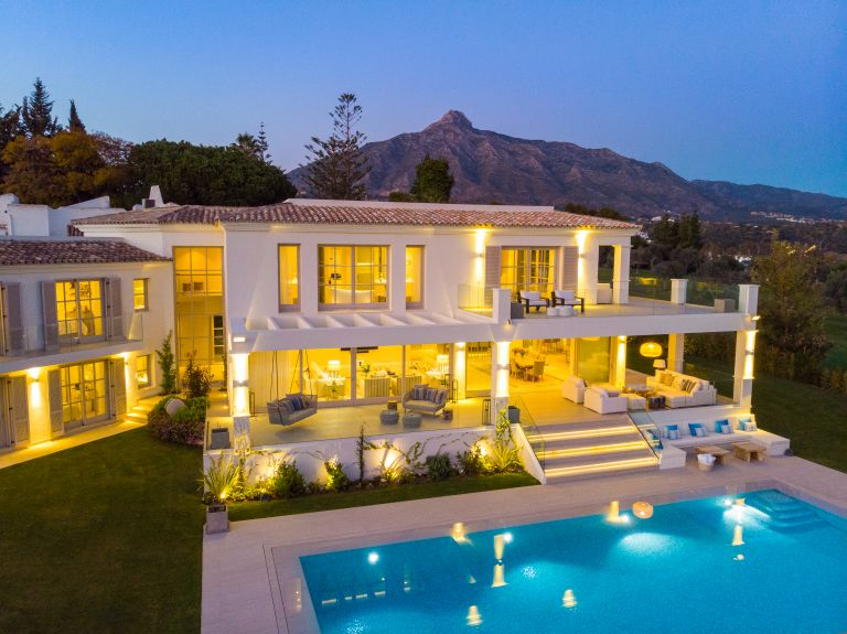 Mansion at the frontline Aloha Golf, Marbella
