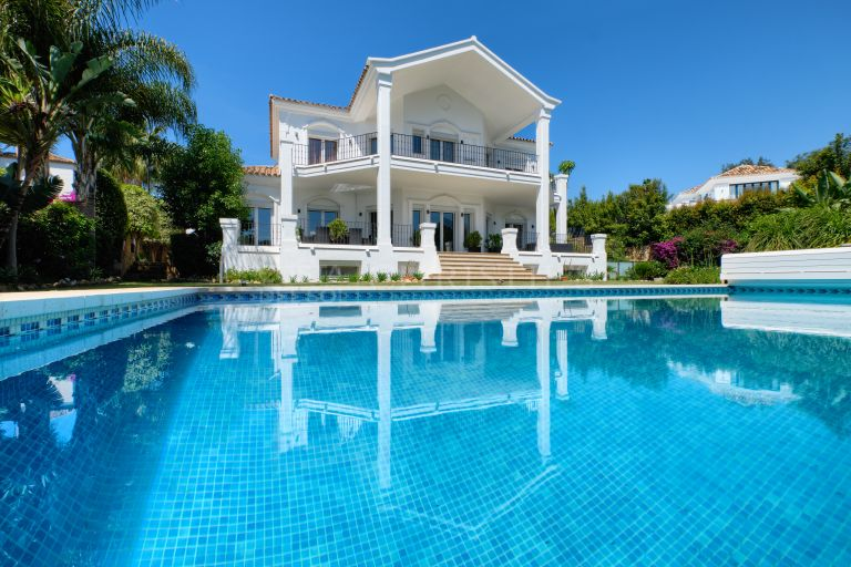 Elegant villa for sale in Nueva Andalucia, Marbella