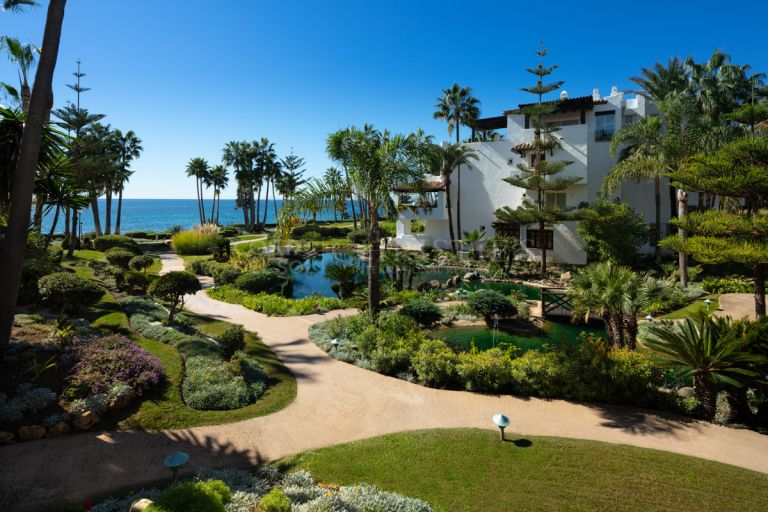 Magnificent ground floor apartment in Puente Romano, Marbella Golden Mile