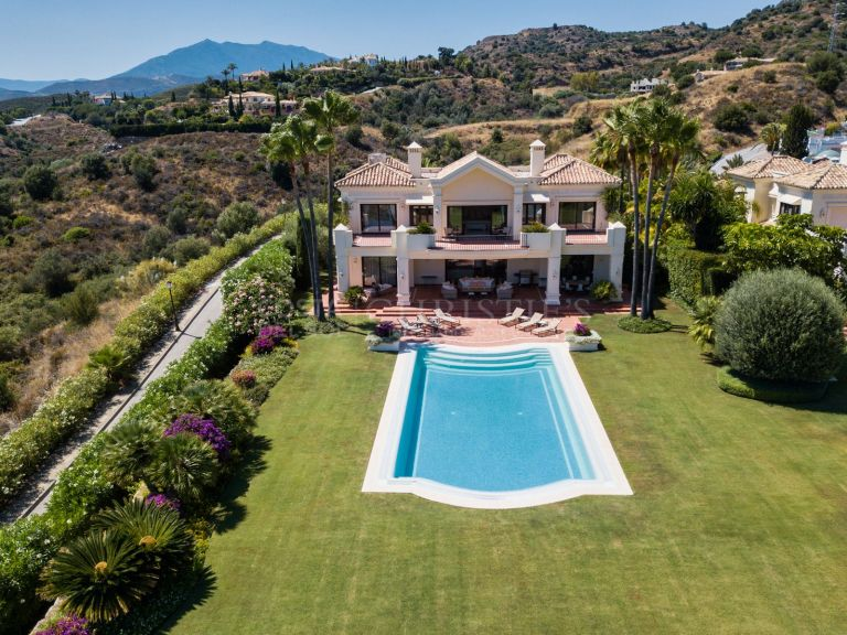 Magnificent villa in Marbella Hills Club, Marbella Golden Mile