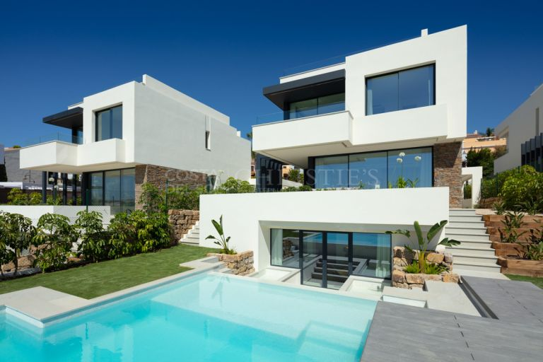 Luxury villa in El Campanario, Estepona
