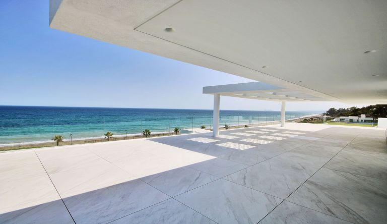 Front line Beach Penthouse