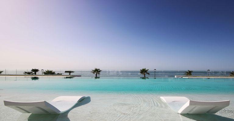 Front line beach, First Floor Luxury Apartment