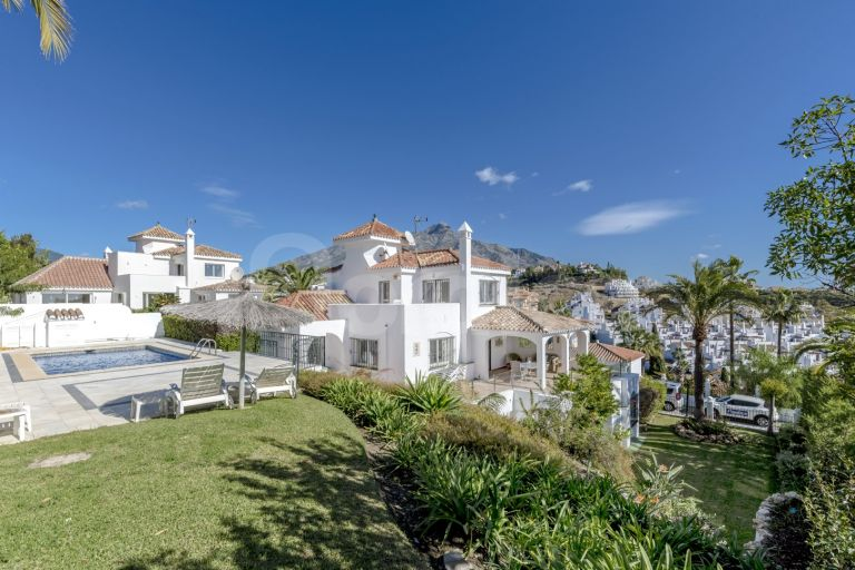 Villa for sale in Los Naranjos Hill Club
