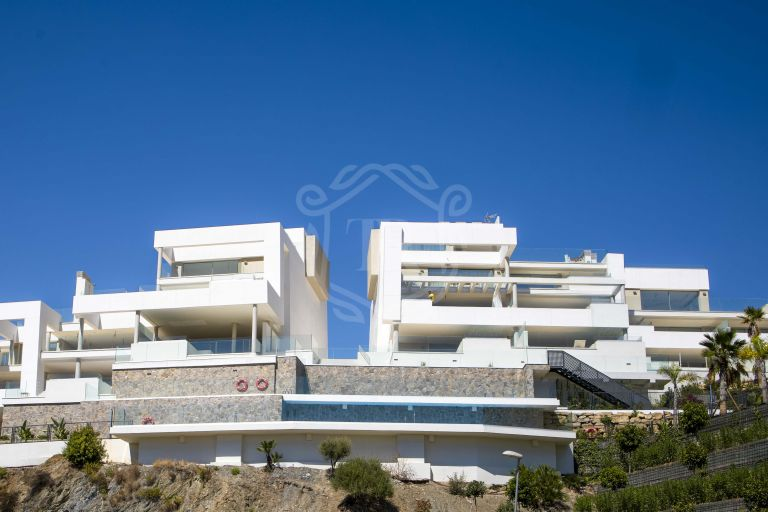 Superb apartment with private pool in Nueva Andalucia