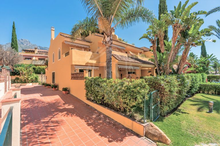 BEAUTIFUL CORNER TOWNHOUSE IN MARBELLA GOLDEN MILE