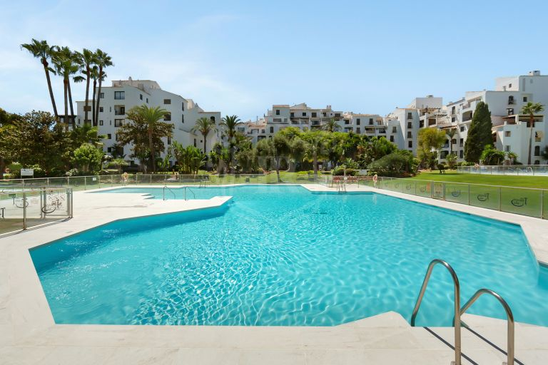 Magnificent apartment in Jardines del Puerto, Puerto Banus