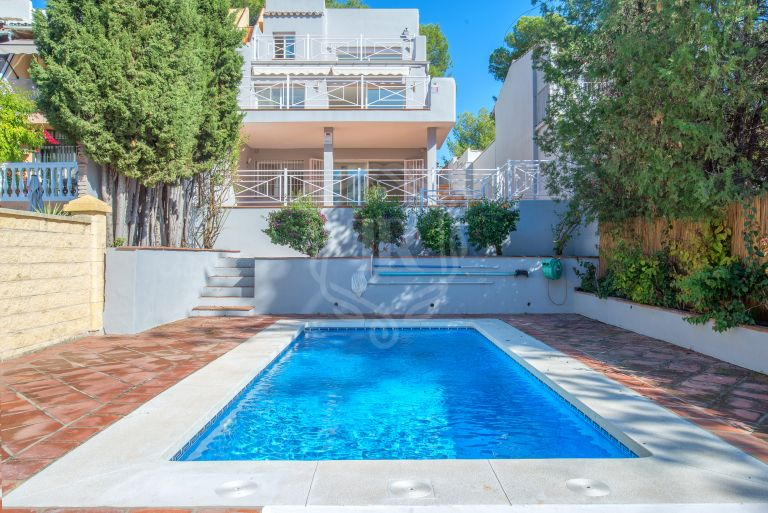 Charming 4 bedroom corner townhouse in Nueva Andalucia
