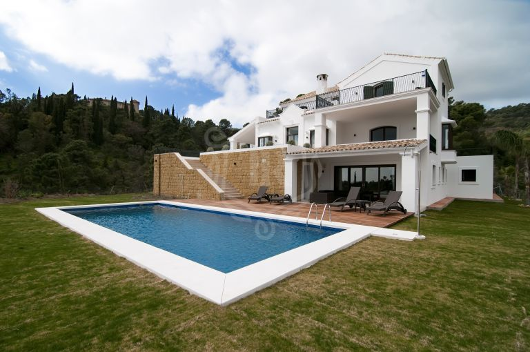 Magnificent villa with panoramic views in El Madroñal, Benahavis