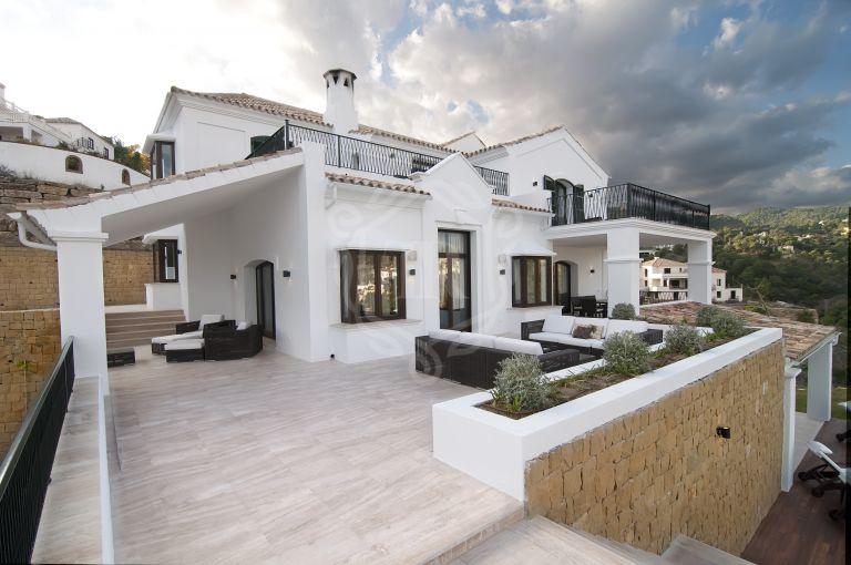 Magnificent villa with panoramic views in El Madroñal, Benahavis