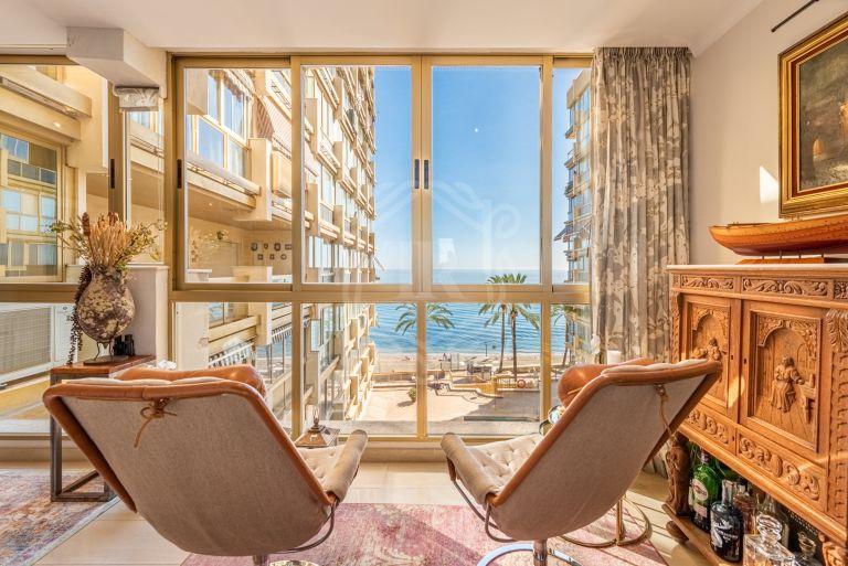 Apartamento en primera línea de playa con orientación sur en el centro de Marbella