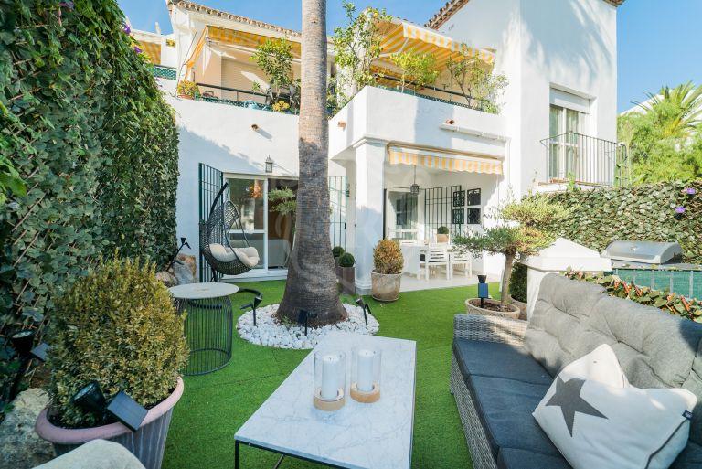 Elegante apartamento reformado en planta baja en Nueva Andalucía