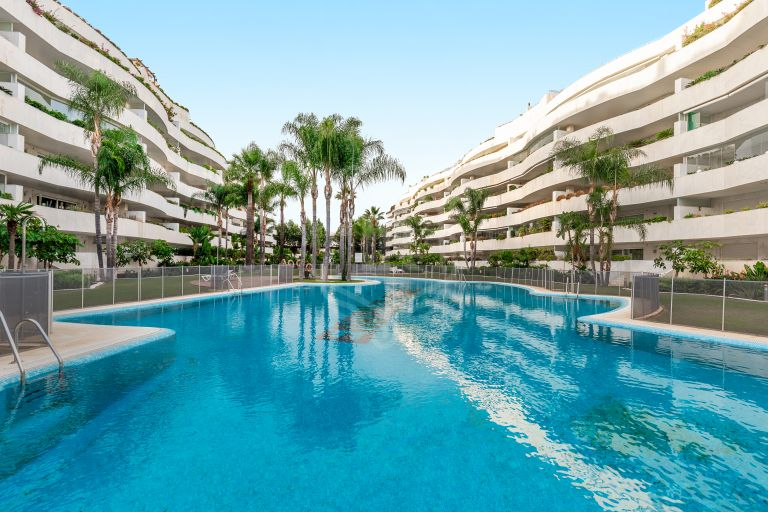 Fantastic ground floor corner apartment in Puerto Banus