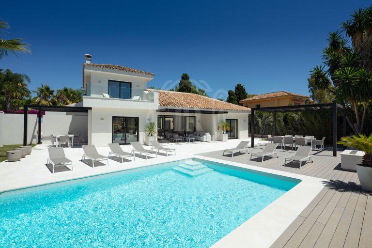 Beachside contemporary villa recently renovated in Cortijo Blanco