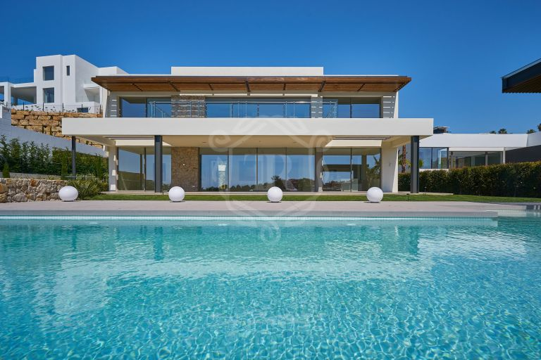 Contemporary villa frontline golf in Capanes Sur, Benahavis