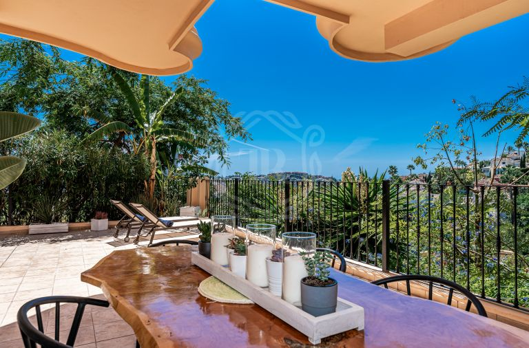 Fabulous south-facing apartment in Aloha Hill Club, Nueva Andalucia