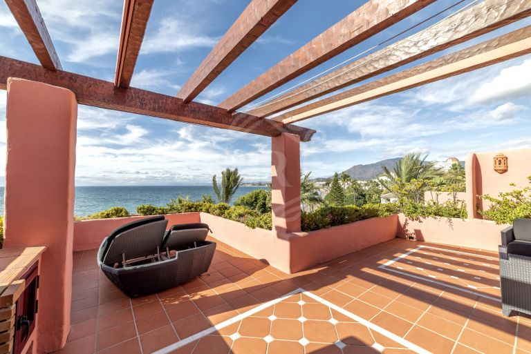 Wonderful beachfront duplex penthouse in New Golden Mile, Estepona