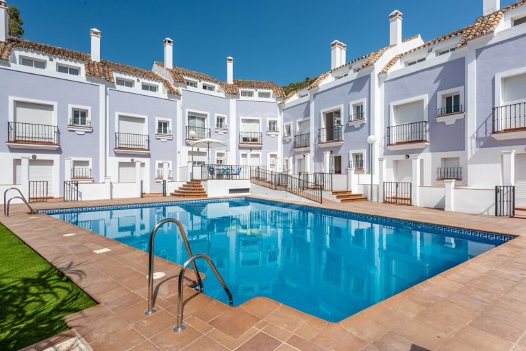 Wonderful townhouse with mountain views in the heart of Benahavis