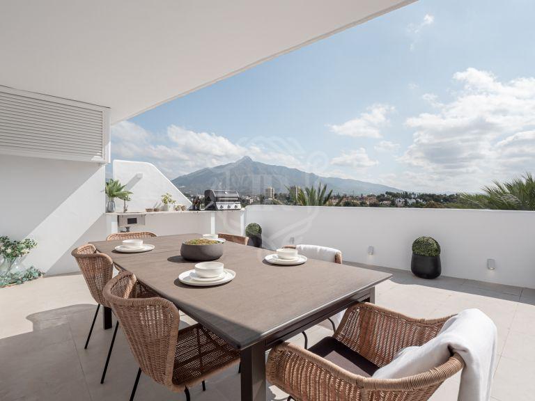 Ático reformado con orientación sureste y espectaculares vistas a la montaña, Nueva Andalucía