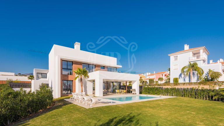 Villa contemporánea en El Paraíso, Nueva Milla de Oro, Estepona