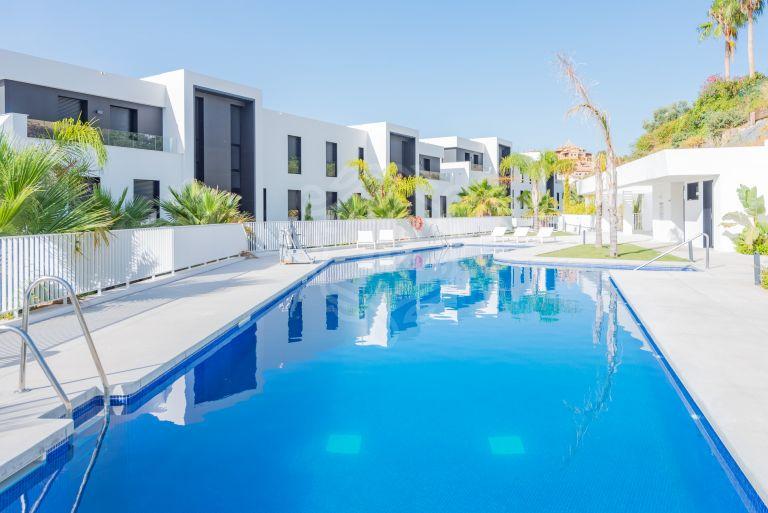 Apartamento en planta baja de estilo contemporáneo en Nueva Andalucía