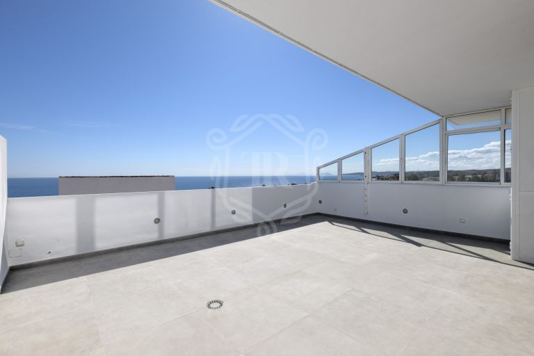 Frontline sea duplex penthouse in Estepona with breathtaking views