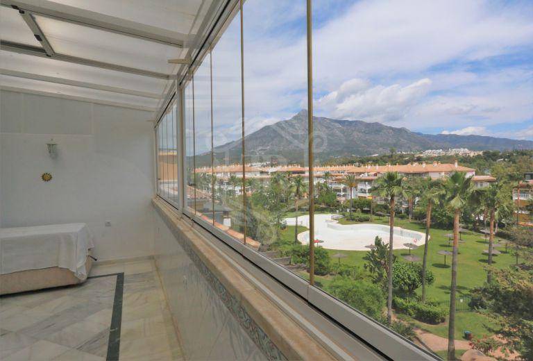Magnífico apartamento con vistas a la montaña en Nueva Andalucía - Puerto Banús