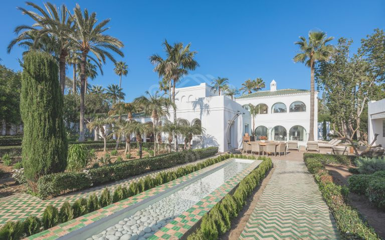 Impressive Andalusian villa within walking distance to the beach in Guadalmina Baja