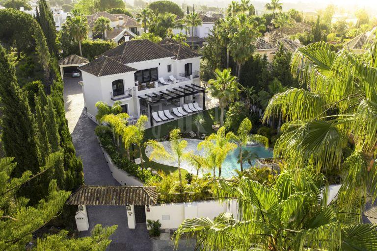 Impresionante villa 5* estilo boutique para vacaciones en Nueva Andalucía, Marbella