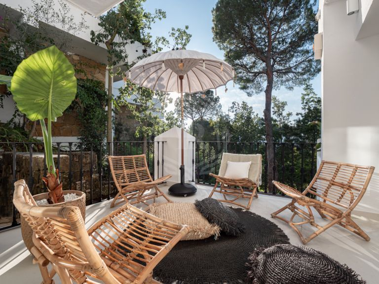 Stately 3-bedroom duplex apartment in Benahavis