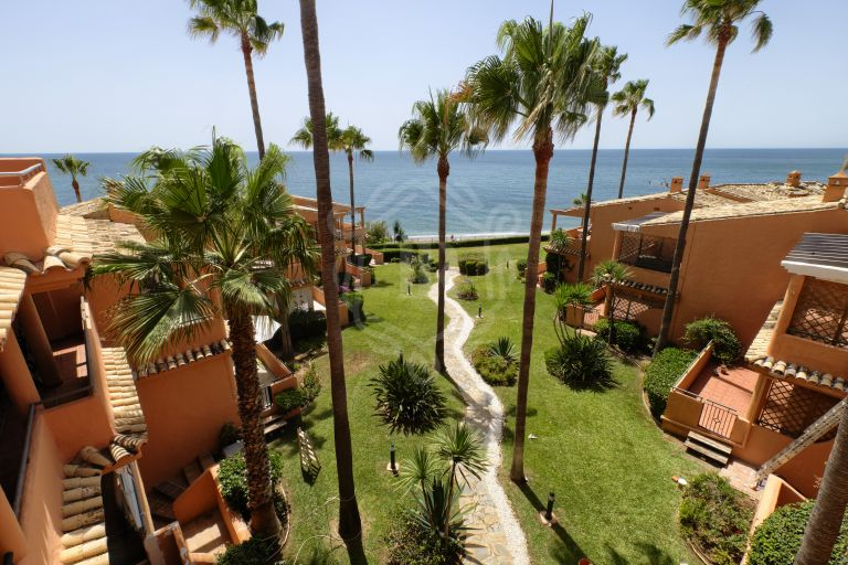 Stunning 3-bedroom penthouse in frontline beach complex, Bermuda Beach Estepona West