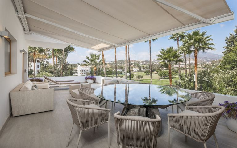 Superb, brand new, luxury refurbished apartment frontline to Los Naranjos golf course in Alcores del Golf, Nueva Andalucía