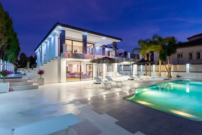 Impressive beachside southwest facing villa in Los Monteros Playa