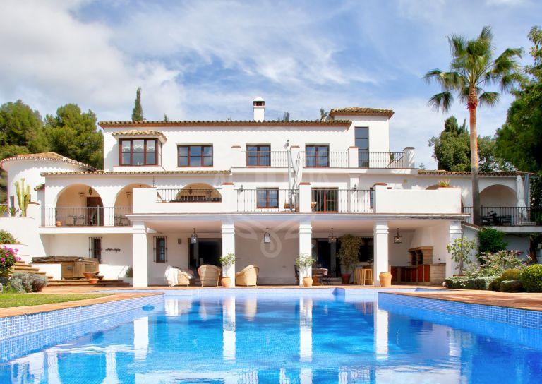 Lujosa villa con orientación sur en La Carolina, Milla de Oro. Marbella