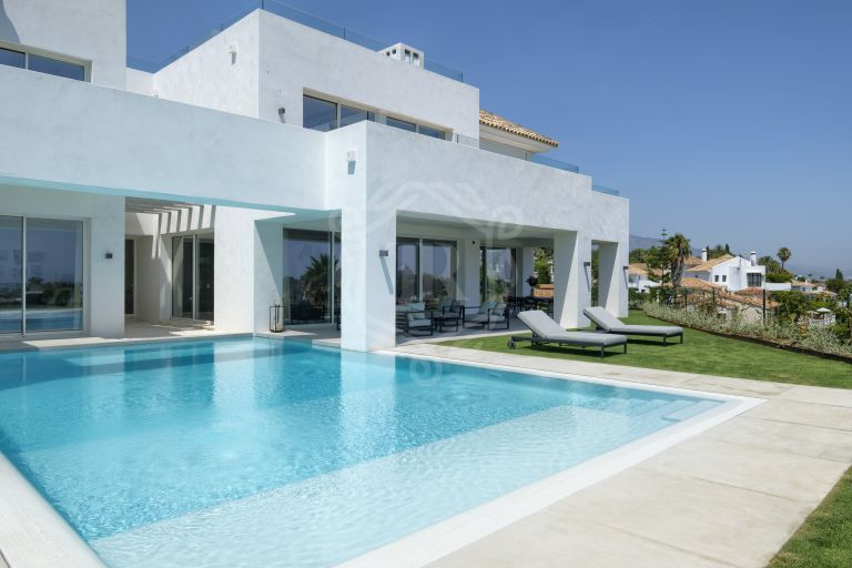 Superb corner villa in Paraiso Alto, Benahavis