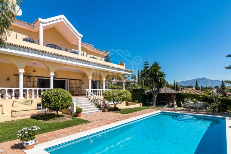 Bright and spacious Villa with panoramic views in Paraiso Alto, Benahavis