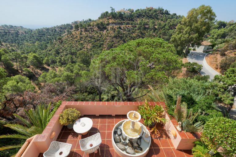 Villa con vistas al mar y montaña en El Madroñal, Benahavis