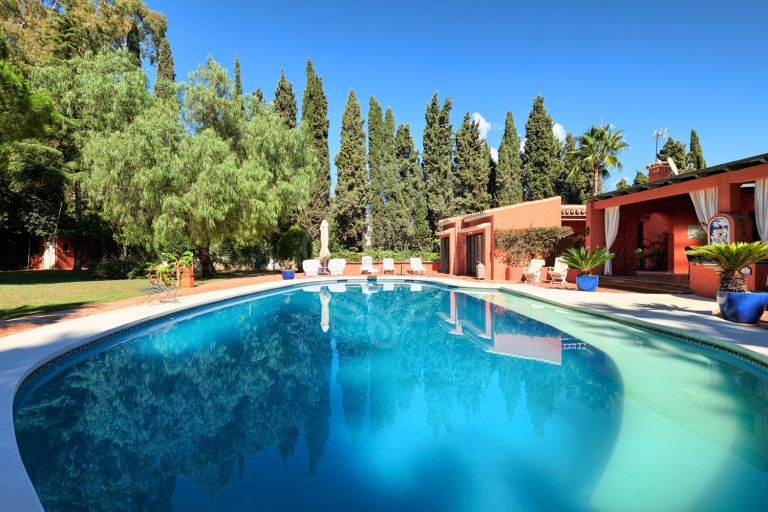 Villa with additional 9 studio-apartments in Lomas de Rio Verde Marbella, Golden Mile