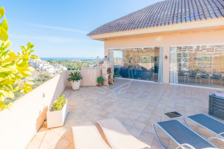 Stunning penthouse with amaizing sea views in Aloha Hill Club, Nueva Andalucía