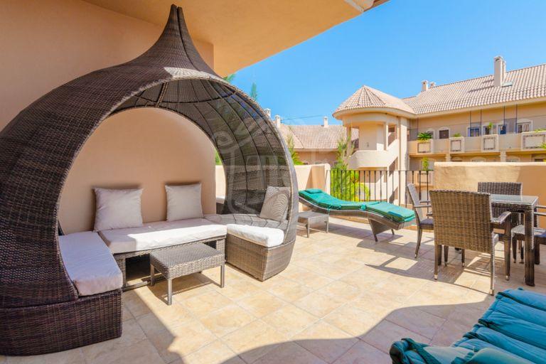 Apartment in Aloha Hill Club, Nueva Andalucía