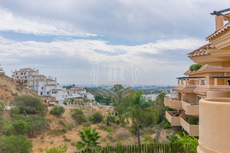 Modern apartment with beautiful open views in Aloha Hill Club, Nueva Andalucía