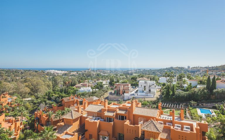 Spectacular duplex penthouse with panoramic views to the sea, mountain and Golf Valley in Los Belvederes, Nueva Andalucía