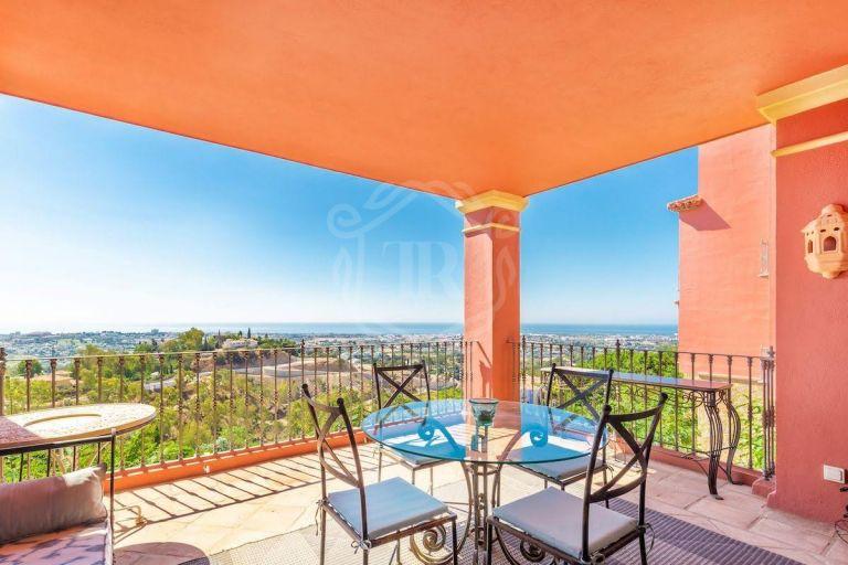 Exclusivo apartamento, con vistas Panorámicas en Monte Halcones, Benahavis